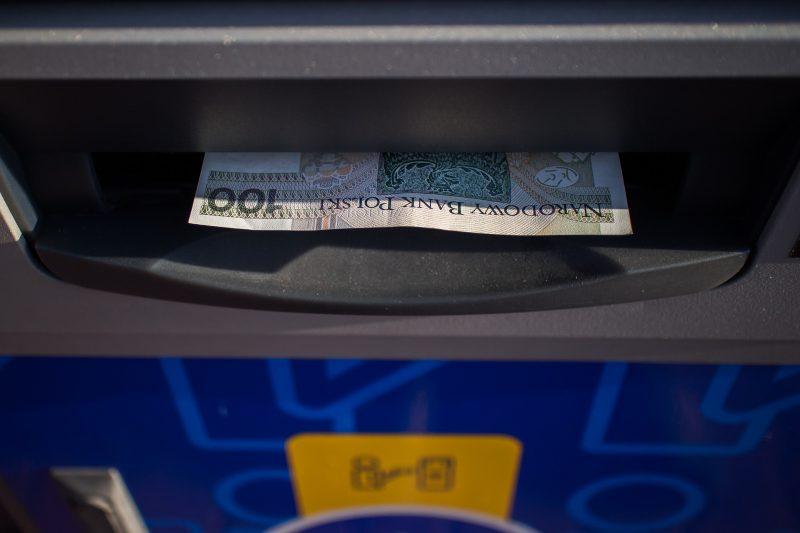 Ile pieniędzy można wypłacić z bankomatu